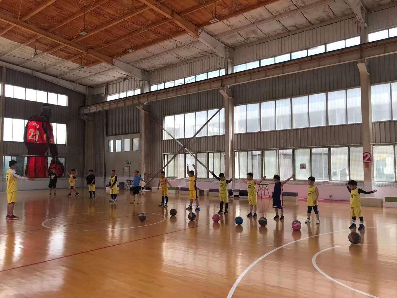 成都篮球培训机构都有什么未来体育OverMan分校
