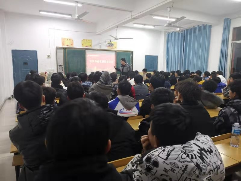 南昌向远轨道优秀毕业生返校共话励志青春梦