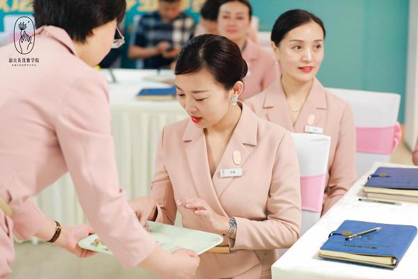 杭州高级礼仪培训师双证班